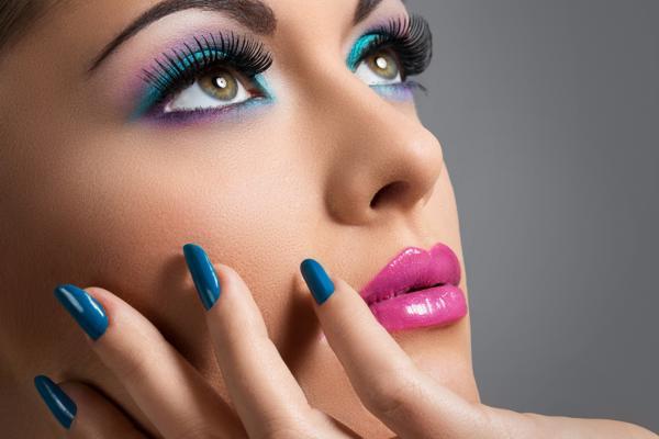 błękitny makijaż, makijaż na lato