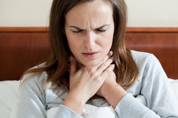 przyczyny bólu gardła