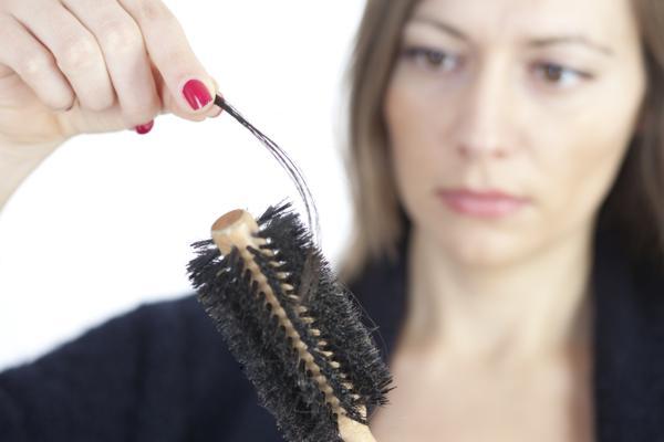 wypadanie włosów przyczyny, wypadanie włosów kuracja
