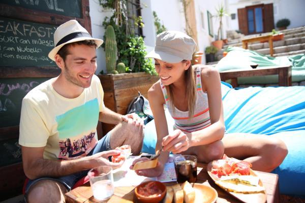 jak wybrać dobrą restaurację, akacje; urlop