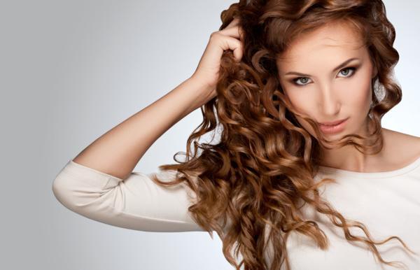 jak dbac o kręcone włosy
