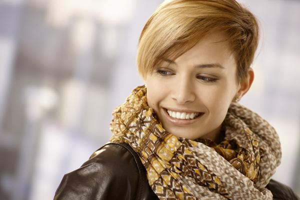 jak dbać o krótkie włosy